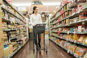 免疫力が下がる日を見計らって、買い溜めをしておくとか、家族にお願いしたりネットスーパーを利用すると良いです。