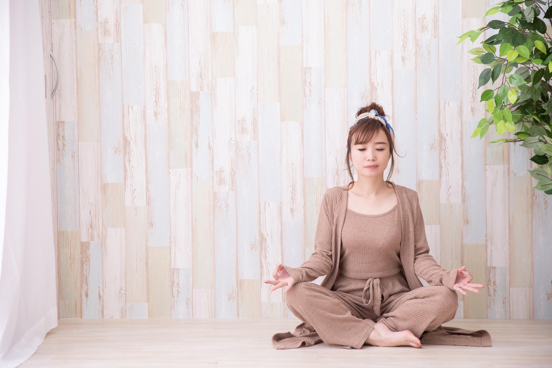「簡単にできる瞑想」で心もと身体も軽く