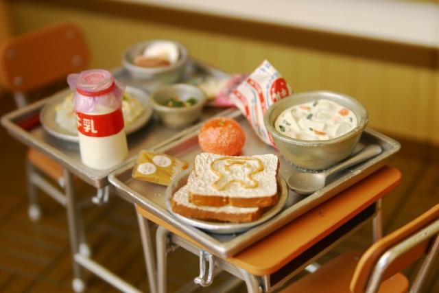 パン食になっていった経緯のひとつとして「学校給食」がある