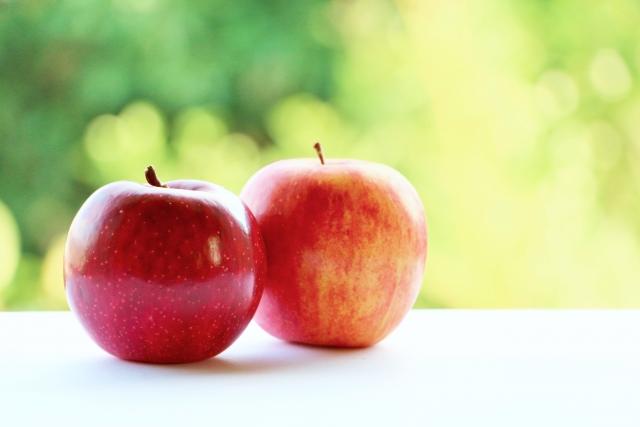 不思議なことに身体を温める食べ物は、小さいものや丸いものが多いのだそうです。  リンゴやミカン、玉ねぎは身体を温める食材です。